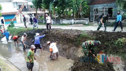 Kerja Bakti, Warga Peh Wetan Kediri Bakal Ubah Sungai Mati untuk Budidaya Ikan