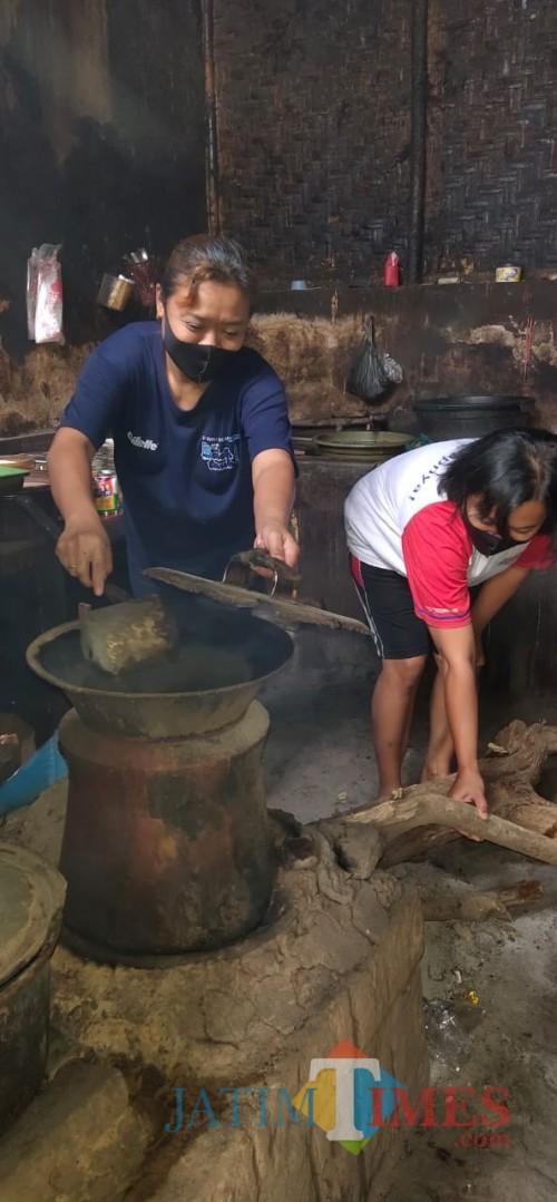 Sensasi Kopi Kayu Tulungagung: Rasa Nyampleng Harga Merakyat