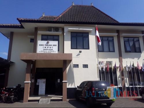 Kondisi Kantor KPU Kabupaten Malang yang bersebalahan di Komplek DPRD Kabupaten Malang, Rabu (24/6/2020). (Foto: Tubagus Achmad/MalangTimes)