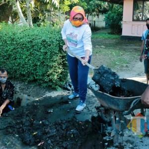 Bersihkan Saluran Air, Wabup Lumajang Ajak Warga Budayakan Hidup Bersih
