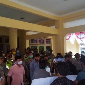 Puluhan Mahasiswa Tuntut Wakil Rakyat Bangkalan Tuntaskan Buruknya Pelayanan Adminduk