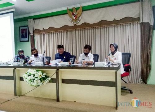 Focus Group Discussion (FGD) tentang Pelestarian dan Pengelolaan Cagar Budaya di Aula Dinas Pendidikan dan Kebudayaan (Disdikbud) Kota Malang (Foto: Ima/ MalangTIMES)