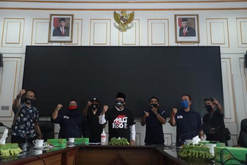 Wali Kota Malang Sutiaji (tengah) usai pertemuan denganMalang Musik Bersatu Indonesia (MMBI) Kota Malang (Humas Pemkot Malang).