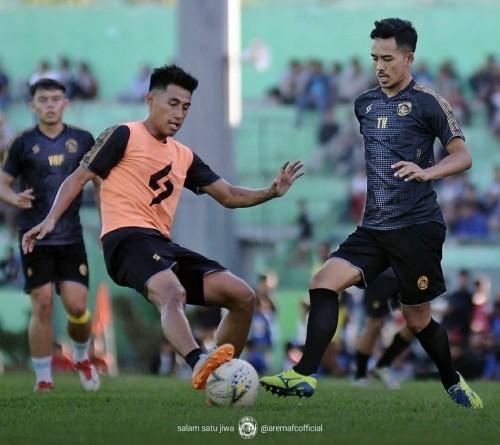 Pemain Arema FC saat melakukan latihan sebelum kompetisi Liga 1 2020 (official Arema FC)