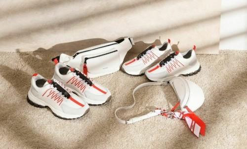 Koleksi sepatu dan weist bag sambut perayaan Hari Kemerdekaan RI dari PEDRO. (Foto: PEDRO).