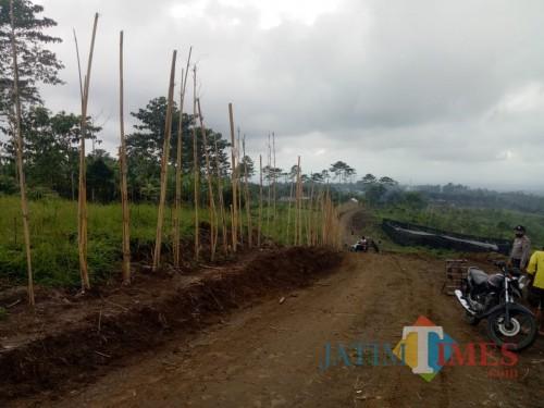 Bumi Perkemahan Glagah Arum Berpagar Bambu Kuning Sepanjang 2,5 KM
