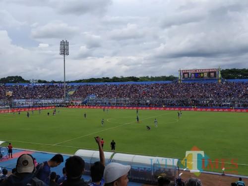 Arema FC saat menggelar pertandingan di Stadion Kanjuruhan (Hendra Saputra)