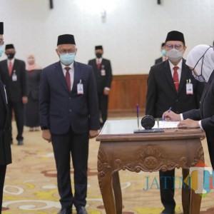 Lantik Busrul Iman jadi Dirut Bank Jatim, Gubernur Instruksikan Strategi Hadapi New Normal