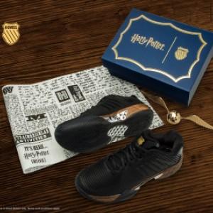 Hobi Koleksi Pernak-pernik Harry Potter? Warner Bros Luncurkan Sepatu Firebolt Limited