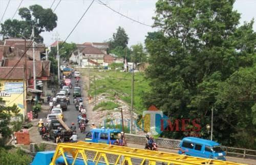 Suasana Jembatan Kedungkandang sebelum dilakukan pembenahan (Dokumentasi MalangTIMES).