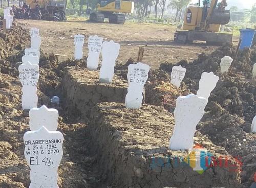 Area pemakaman Covid-19 di Keputih