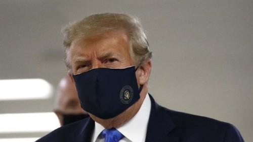 Presiden Amerika Serikat Donald Trump saat hadir di hadapan publuk dengan menggunakan masker secara perdana. (Foto: AP/Patrick Semansky)