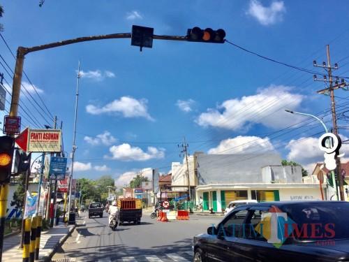 Salah satu traffic light yang diberikanvoice announcer di jalan Diponegoro, Kecamatan Batu. (Foto: Irsya Richa/MalangTIMES)