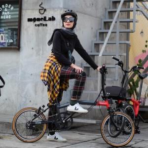 5 OOTD Bersepeda Ini Fleksibel dan Fashionable, Gampang Banget Ditiru!