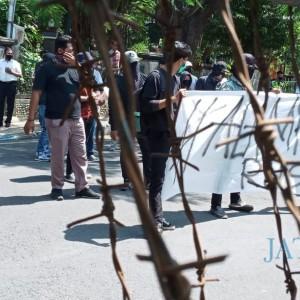Mahasiswa Gelar Demo Tuntut Pemberhantian Tambang Pasir Ilegal