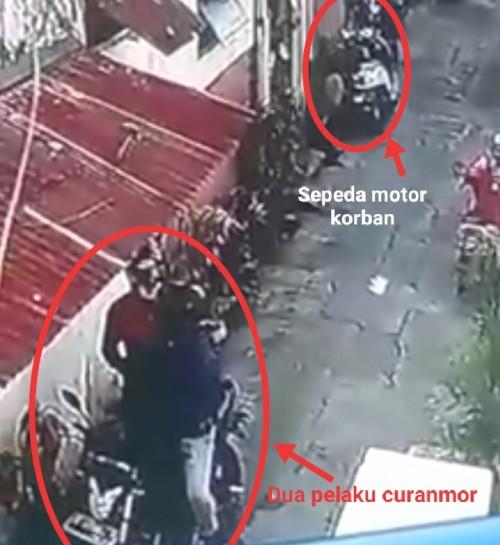 Potongan gambar CCTV saat pelaku beraksi. (Ist)