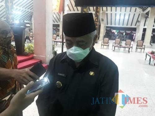 Bupati Malang HM. Sanusi saat membahas terkait penanggulangan penyebaran covid-19. (Foto : Dokumen MalangTIMES)