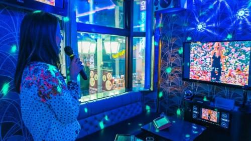 Ilustrasi di dalam ruangan tempat karaoke. (Foto: k-magazine.com)
