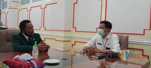 Sekda Kabupaten Malang, Wahyu Hidayat (kemeja putih) saat menggelar pertemuan dengan KONI Kabupaten Malang