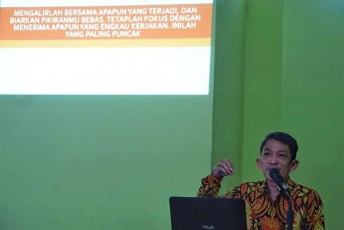 Ustadz Fahruddin Faiz di masjid Sudirman Yogyakarta, (sumber: facebook fahruddin faiz)