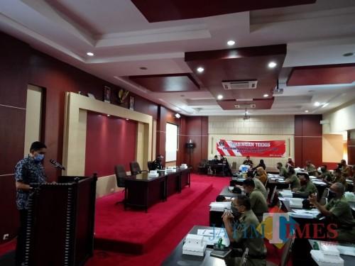 Bimtek Pemberantasan Pita Cukai Ilegal digelar Disperindag Kab Blitar bekerjasama dengan Kantor Bea Cukai.(Foto : Aunur Rofiq/BlitarTIMES)