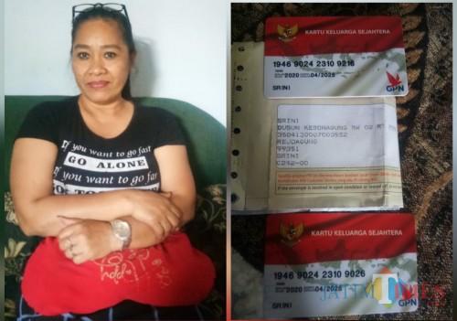 Endang Toini dan dua kartu yang dibawa keluarganya. / Foto : Mukhsin / Tulungagung TIMES