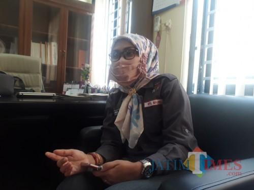 Ketua KPU Kabupaten Malang, Anis Suhartini saat ditemui di ruangan kerjanya, Kamis (30/7/2020). (Foto: Tubagus Achmad/MalangTimes)