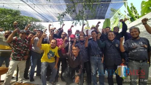 Lintas LSM Banyuwangi menggelar pertemuan di Insignia Cafe Banyuwangi (Nurhadi Banyuwangi Jatim Times)