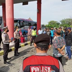 Sopir Bus di Terminal Kertonegoro Ngawi jadi Sasaran Operasi Patuh Semeru