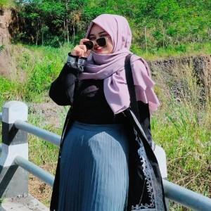Tak Hanya Outer Polos, Long Dress Motif Kini Juga Jadi Tren Fashion Muslimah