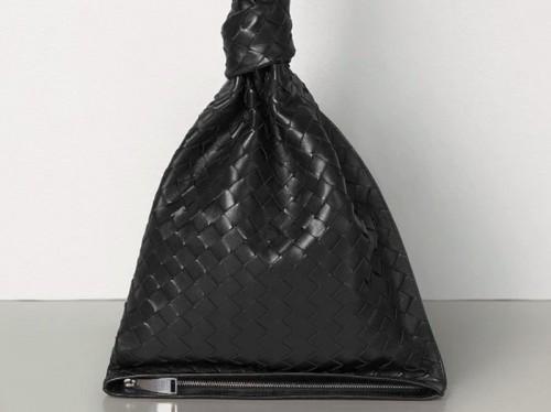 Tas Bottega Veneta disebut mirip kantong kresek (Foto: Brand)