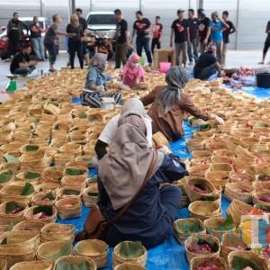 Crazy Rich Asal Malang Juragan 99 dan MS Glow Bagikan Daging Kurban di 4 Daerah