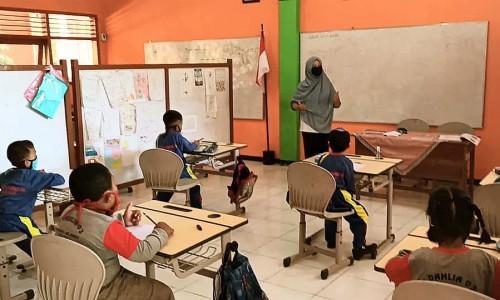 Kegiatan Belajar Mengajar (KBM) yang berlangsung diSDN Gunungsari 4 di Desa Gunungsari, Kecamatan Bumiaji beberapa saat lalu. (Foto: istimewa)
