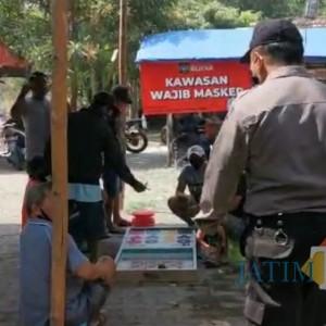 Patroli Protokol Kesehatan, Petugas Gabungan Temui Arena Judi di Pasar Hewan Dimoropasar