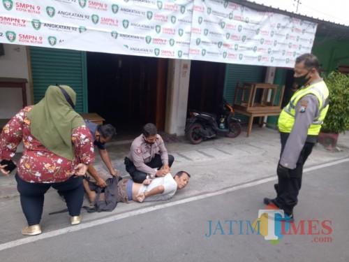 Lukai Ibu Kandung dengan Sajam, ODGJ di Blitar Diamankan Polisi