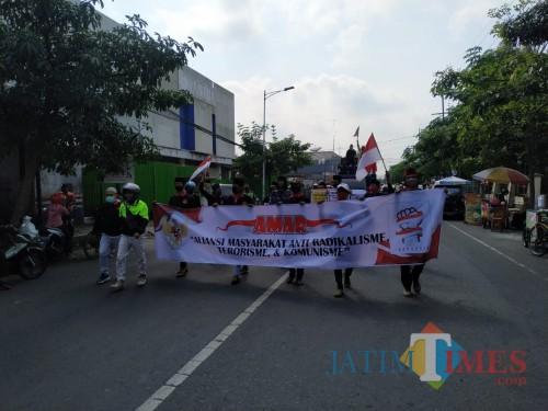 Saat massa AMAR long march menuju alun-alun dan kantor DPRD Tulungagung / Foto : Anang Basso / Tulungagung TIMES