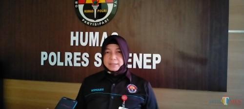 Kasubag Humas Polres Sumenep, AKP Widiarti S saat ditemui diruang kerjanya. (Foto: Syaiful Ramadhani / Sumenep Jatim Times)