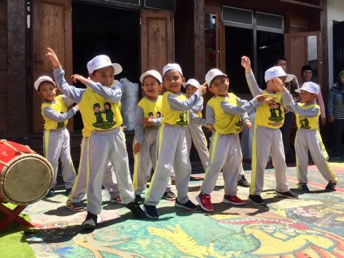 Anak-anak balita saat menampilkan karya di depan umum Kota Batu. (Foto: Irsya Richa/MalangTIMES)