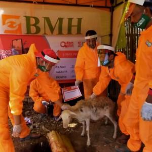 BMH Jatim Gerai Malang Salurkan Ribuan Paket Daging Kurban untuk Warga Terdampak Covid-19