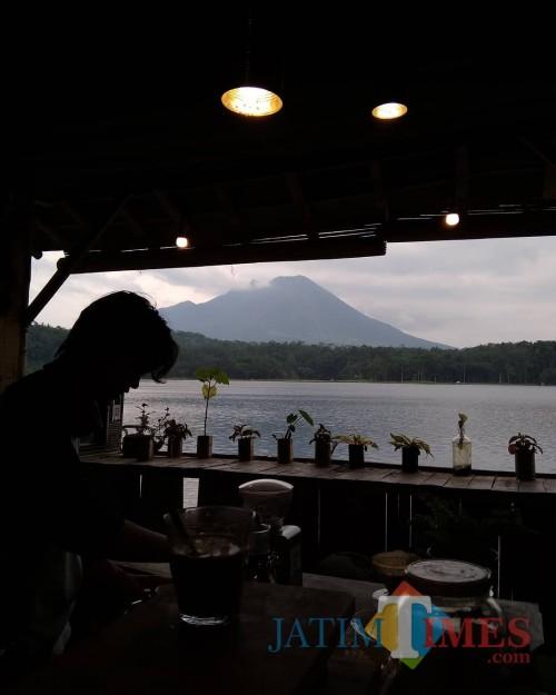 Kunjungi Cafe, Wabup Lumajang Minta Pemilik Patuhi Protokol Kesehatan