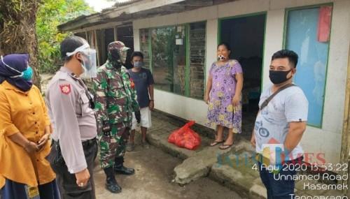 Tiga pilar Desa Kesemek bantu warga terdampak Covid-19 (muhlis/jatimtimes)