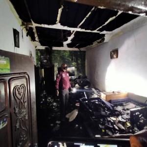Korsleting Listrik, 2 Rumah 1 Atap di Embong Brantas Dilalap Api