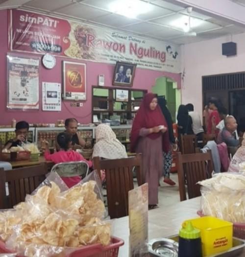 Suasana RM Rawon Nguling, Tongas yang ramai di media sosial (istimewa)