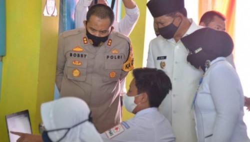 Wali Kota Madiun bersama Kapolres saat meninjau siswa di SMPN 8 Madiun