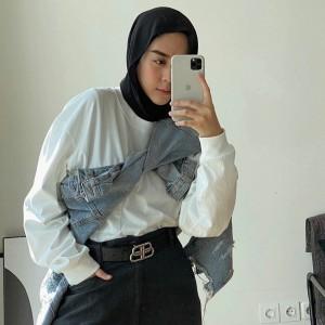 Tampil Hypebeast ala Selebgram Intan Khasanah dengan Perpaduan Jaket Jeans