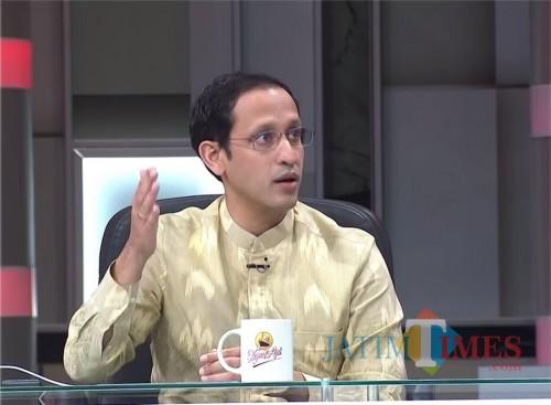 Menteri Pendidikan dan Kebudayaan (Mendikbud) Nadiem Makarim dalam videonya. (Foto: YouTube Najwa Shihab)