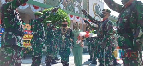 Upacara Pedang Pora pelepasan Komandan Kodim Tulungagung (Joko Pramono for Jatim TIMES)