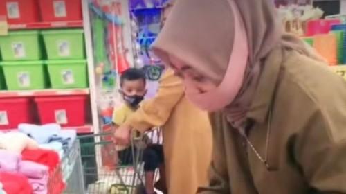Mistis! Video TikTok Ini Viral Gara-Gara Warganet Ungkapkan Sosok Anak Kecil Tak Terlihat