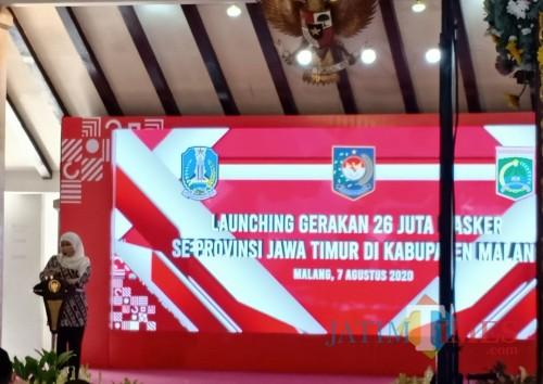Khofifah Indar Parawansa, Gubernur Jatim saat sambutan di acara gerakan 26 Juta masker (Foto: Aldi N. F. A./MalangTIMES)