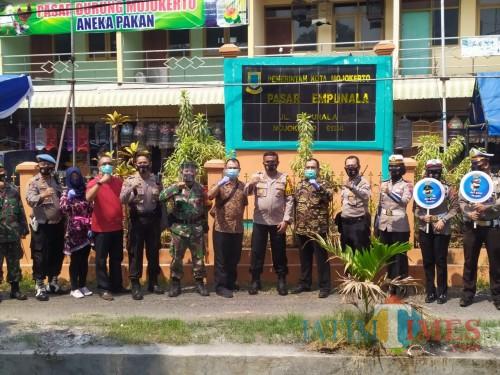 Kampanye Gerakan Jatim Bermasker, Polresta Mojokerto Bagikan Masker dan Hand Sanitizer